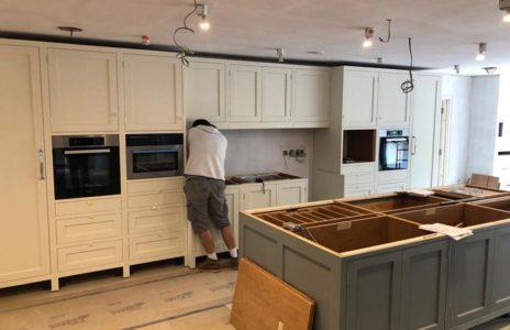 kitchen fitter installing built in kitchen appliances